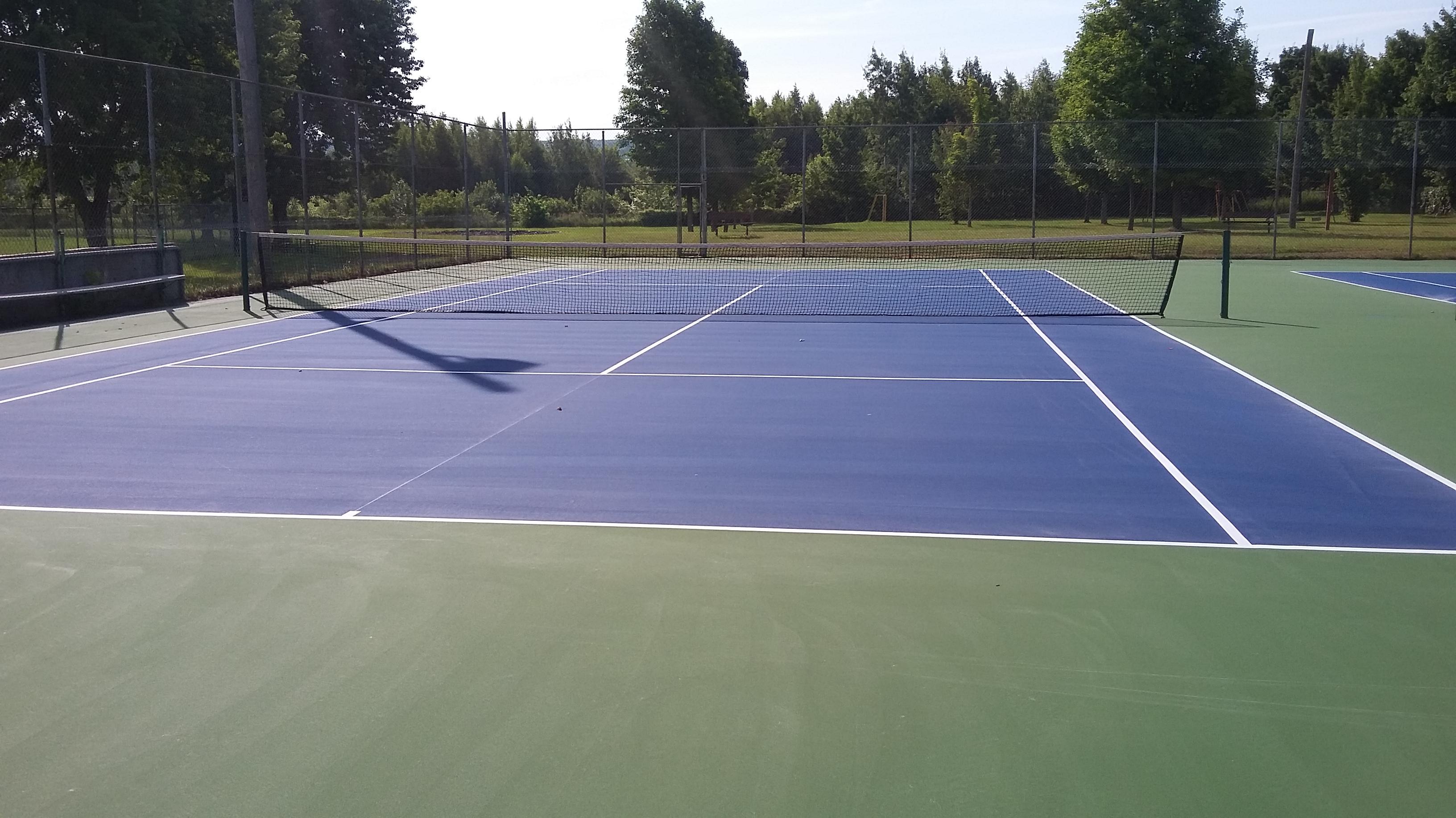 les terrains de tennis remis neuf municipalit de laurierville on cultive la qualit de vie. Black Bedroom Furniture Sets. Home Design Ideas